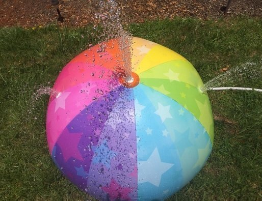 iBaseToy Sprinkler Ball Toy
