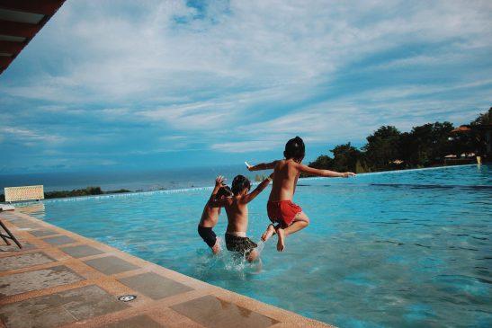 Kids swimming pool game